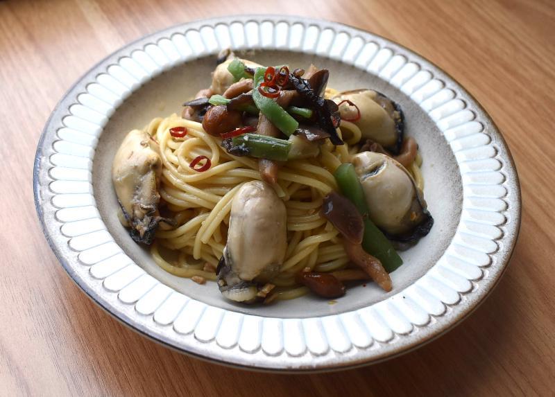 牡蠣とキノコのペペロンチーノ